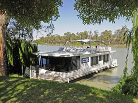 Moving Waters Self Contained Moored Houseboat - Accommodation BNB