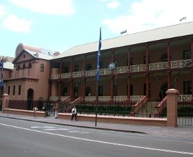 Parliament House - Accommodation BNB